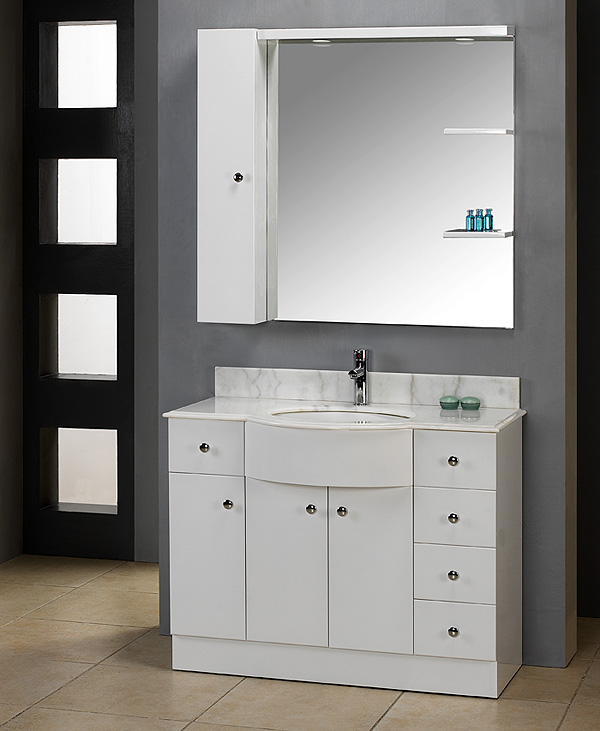 A Sophisticated White Vanity Gives Your Bathroom A Clean Appearance Bathroom Vanities Articles