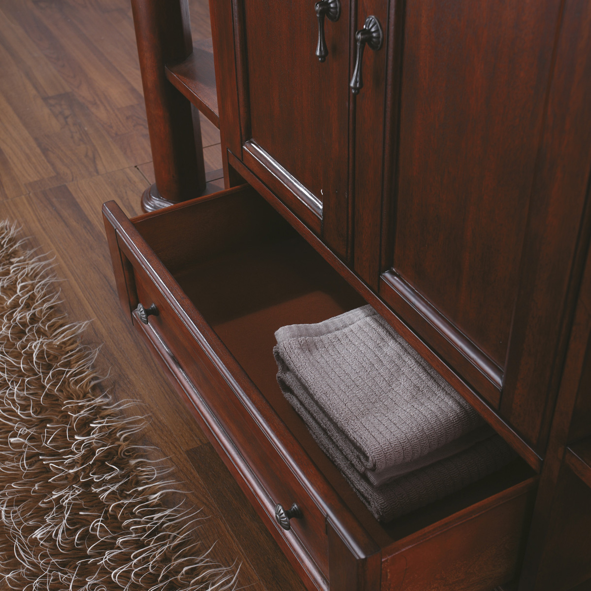 Bottom pull-out drawer is great for towels!