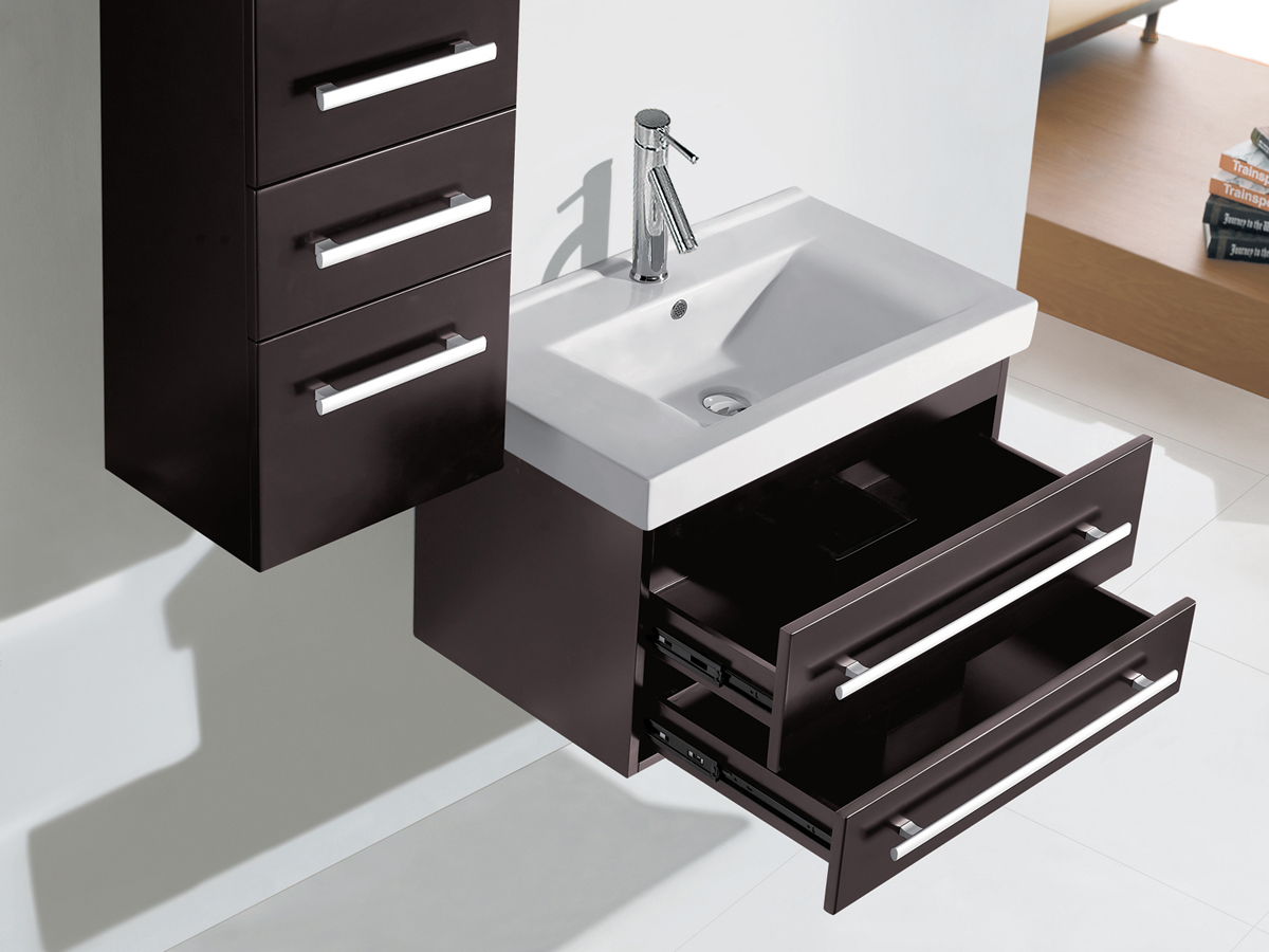 Features 2 drawers