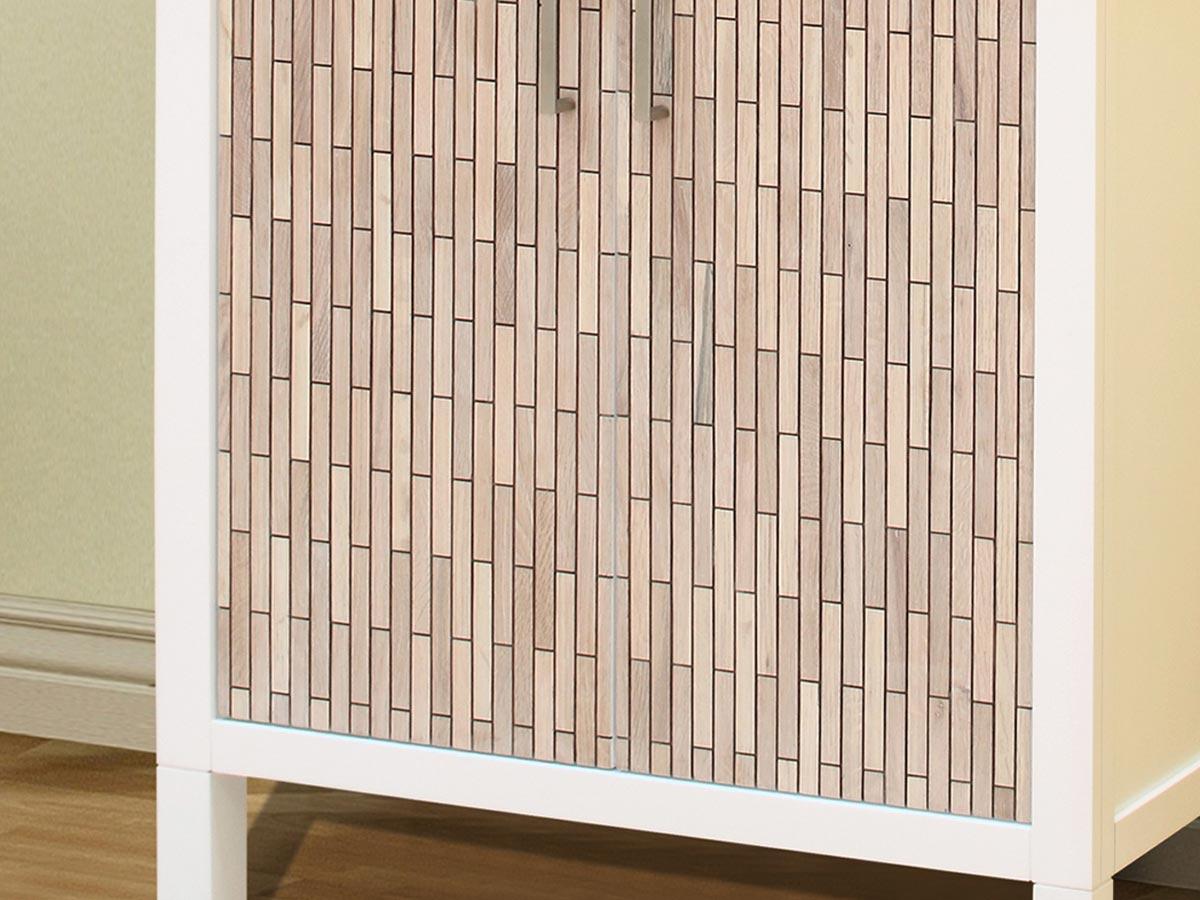 """""""Butcher block"""" detailing on cabinet doors"""