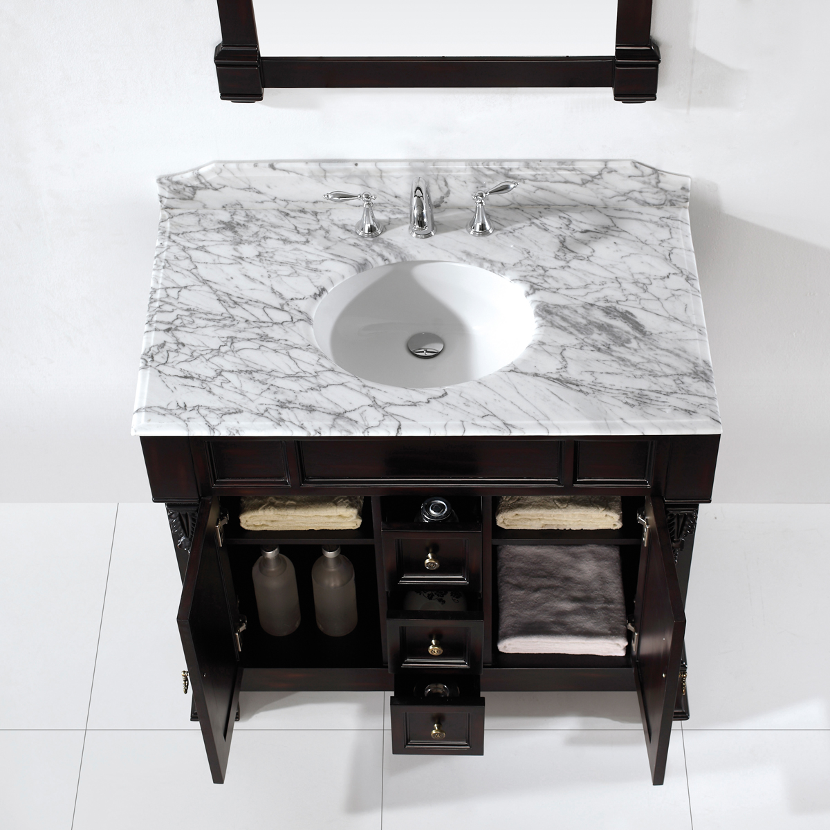 Shown with Round Sink