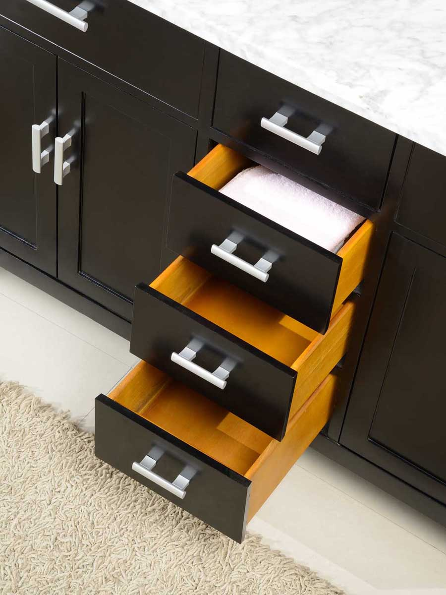 Features 4 soft-closing drawers